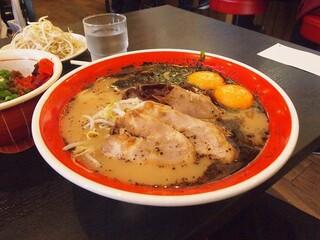 黒亭 - 卵入りラーメン 3つで1290円
