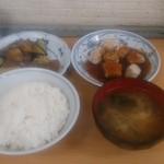 三河屋食堂 - まぐろ唐揚げと茄子の挽肉定食 880円