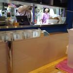 LBK CRAFT - カウンターからキッチンを見る