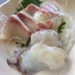 海辺の新鮮市場 - お刺身(生たこ、鯛、ハマチ)