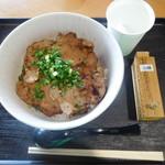 千葉らぁ麺 - 料理写真:ぶた丼(並)¥650-