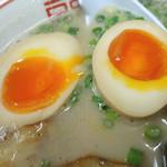 魂龍 - 「煮玉子らーめん」煮玉子