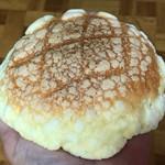 キングパン - 料理写真:メロンパン100円(税別)