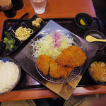 74550791 - 【ランチ】 食べ放題のカレーがついたチキンカツ \880(外税)