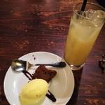 ルーナプレヌ - ガトーショコラ&グレープフルーツジュース