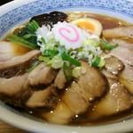 麺吉 - 中華蕎麦、肉増しのアップ