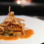 嘉山 - フカヒレの鉄板焼き ソースは自家製のコチュジャンとポン酢を合わせたものだそう。