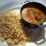 トミガヤ テラス - 豚肉のアジア風ピリ辛煮込み、クスクス