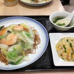 551蓬莱 - 海鮮やきそばセット ¥1340