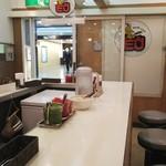 カレーハウスピヨ - 店内の雰囲気