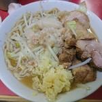 ラーメン二郎 - 十六度目:豚が全体的に脂身配分適切。三谷氏の麺かためが良い感じ