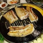 韓国創作焼肉 雪姫亭 - サムギョプサル