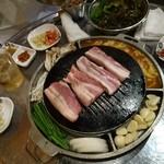 韓国創作焼肉 雪姫亭 - サイドにはケランチムも