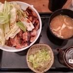 74574385 - バラ豚丼味噌汁セット(830円外税)