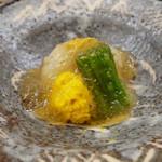 梧洋 - 伊勢海老の炙り、菊花昆布締め、水蓮菜の酢ジュレがけ