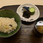 梧洋 - 炊き込み飯、あさり味噌汁、お新香
