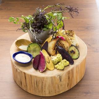 新鮮野菜を使ったバーニャカウダもドカンと1ポンドでご提供。