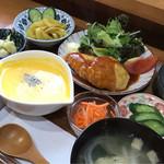 おんちゃんの野菜畑 - ランチ(人参ハンバーグ)+副菜1品       ポタージュ単品(かぼちゃ)