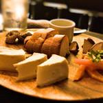 キューブバー - チーズの盛り合わせ