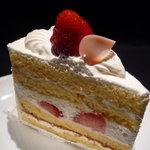 ツマガリ - ☆苺の美味しい時期のショートケーキがやっぱり良いですね(^◇^)☆