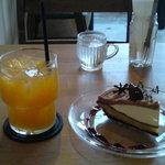 fruits cafe' trio - いよかんジュース・マロンパイ