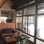 カフェ&バル 庄九郎 - 店内