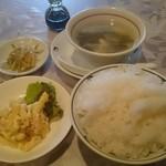 74586038 - ご飯、サラダ、スープ、ザーサイ