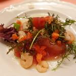 ピッツェリア・サバティーニ - メバチマグロの燻製と海老のサラダ仕立て