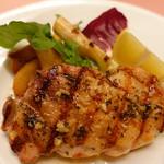 ピッツェリア・サバティーニ - 津軽鶏のグリル香草とイタリア魚醬のソース