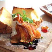 リスタイル プラスカフェ - 当店人気の焼きシフォン カラメルリンゴバージョン