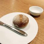ラ・トラース - 自家製ライ麦パン ケフィアヨーグルト(ランチコース4500円)