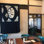 カフェ&バル 庄九郎 - 有松絞りのタペストリー