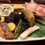 菊川 - 色とりどりの料理が並ぶ
