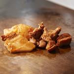 テッパンキッチン ヒロオ - 厚切り牛ホルモン。広島から独自のルートで仕入れた牛ホルモン「ビチ」。