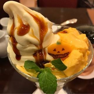 椿屋カフェ コレットマーレみなとみらい店 - キャラメルパンプキンパフェ。 美味し。