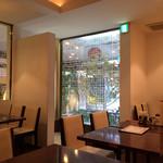 廣東飯店 - ランチタイムのピークを過ぎると、落ち着いて食事出来ます