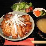 日本橋燻とん - 紀州備長炭でじっくり焼き上げたブランド豚は、まさに絶品!
