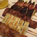 日本橋燻とん - フレッシュが自慢の定番豚串もとてもリーズナブル