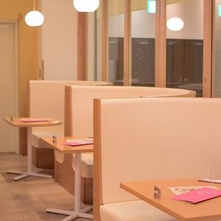 完全個室もあります。居心地の良い広々とした空間で