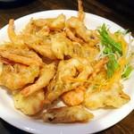 中華菜 高福 - 芝海老のフリッター山椒塩添え¥800。