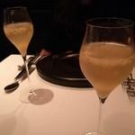 レストラン マノワ - 食前酒 梨のシャーベットをシャンパーニュで溶かす♪