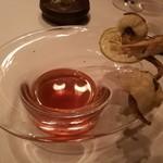レストラン マノワ - 4品目:天然すっぽんと松茸のコンソメとハモのフリット 松茸の香りが鮮烈!!