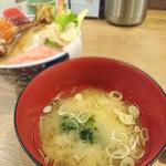 磯丸水産 - 味噌汁