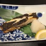酒と魚とオトコマエ食堂次郎 - 鰈塩焼き(ちょっと焼き過ぎ)