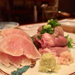 沿露目 - 料理写真:朝〆地鶏刺 700円