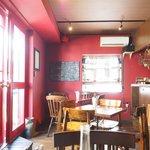 Cafe Rouge - 店内のテーブル席の風景です