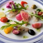 トラットリアビコローレヨコハマ - 青魚と野菜のマリネ リンフォルツォ風