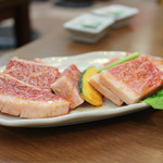 板前焼肉 一斗 - 滋賀県産 近江牛 イチボ & ロース特級品☆