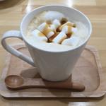 カフェ コモ - ドリンク写真:ホットマシュマロラテ 600円