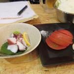 串カツ なごみや - タコブツ480円とトマトスライス380円。